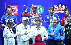 Артем Сурков, Ислам-бека Альбиев, Алексей Киянкин и Адам Курак (во втором ряду слева направо)