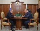 Президент России Владимир Путин (слева) и губернатор Самарской области Николай Меркушкин