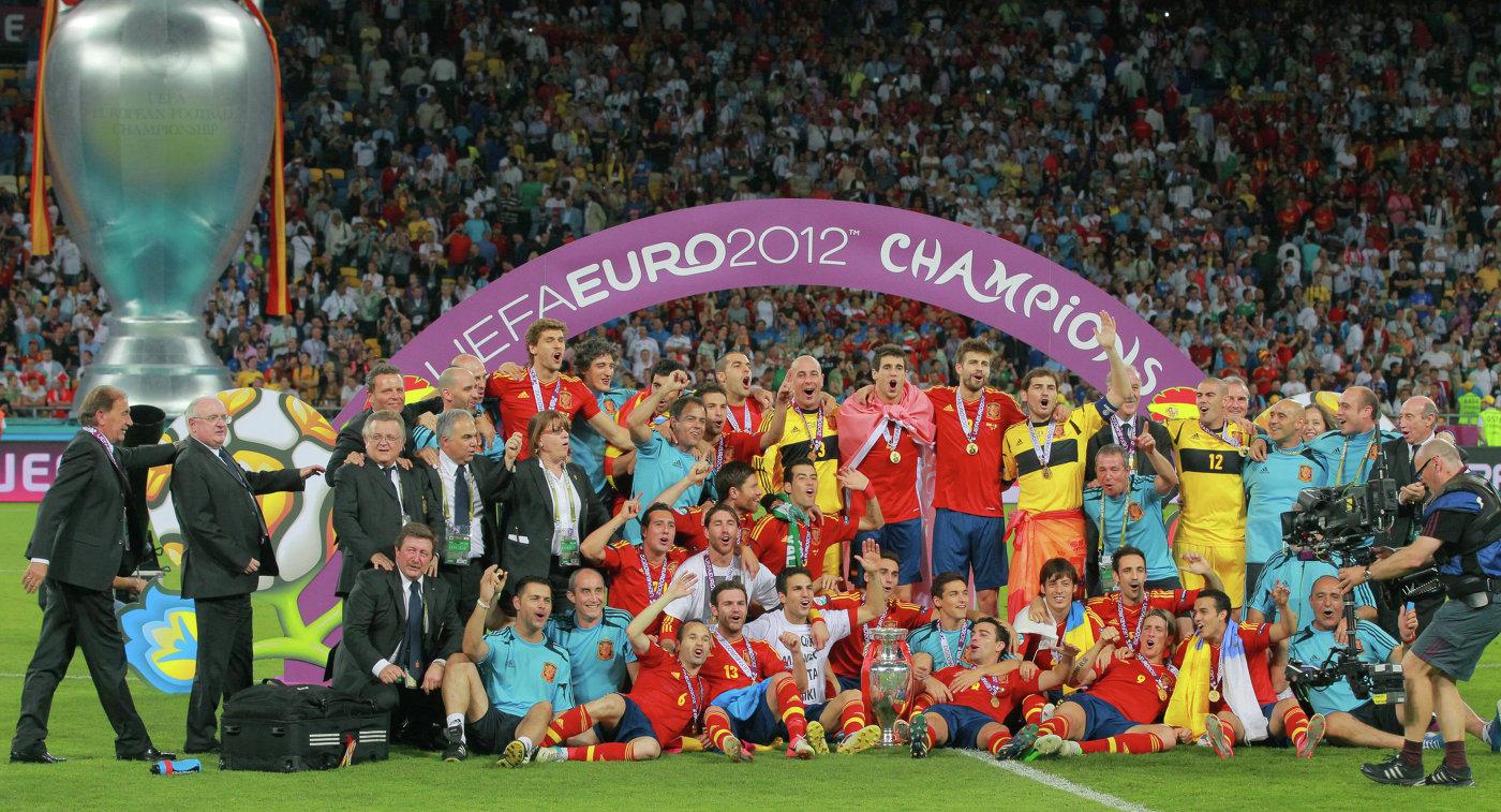 Игроки и тренерский штаб сборной Испании по футболу