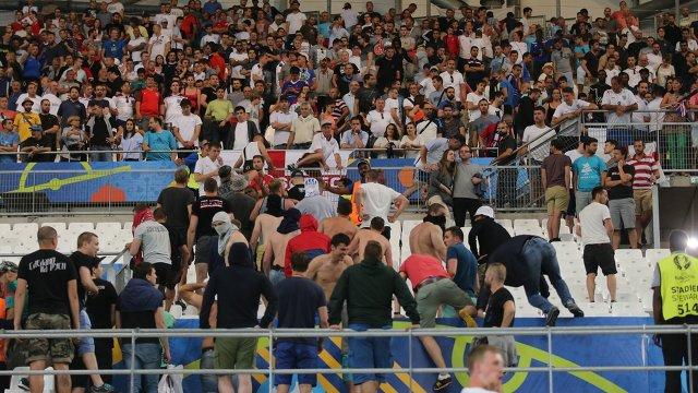 Болельщики на трибунах после матча группового этапа чемпионата Европы-2016 по футболу между сборными Англии и России