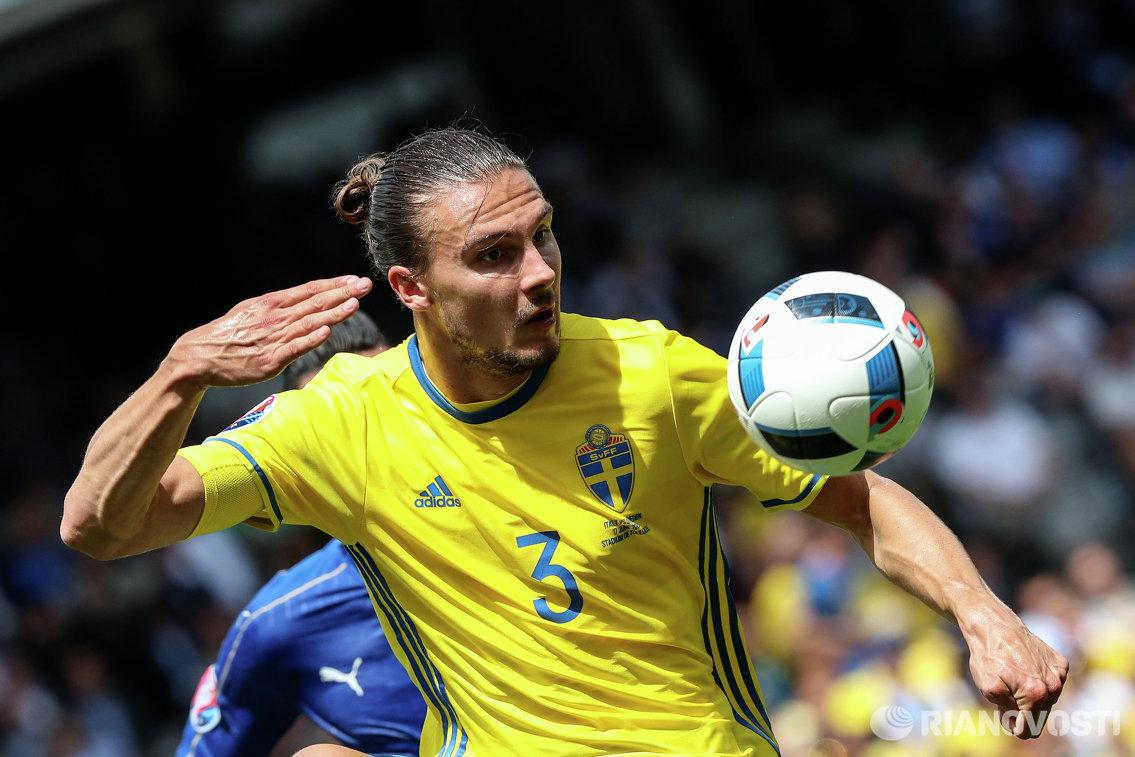 Защитник сборной Швеции Эрик Юханссон