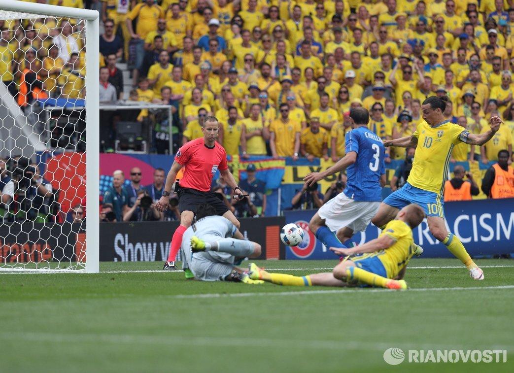 Игровой момент матча Италия - Швеция