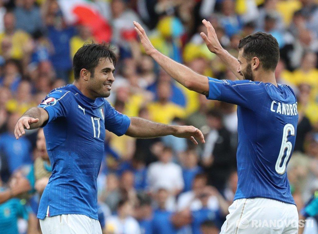Нападающий сборной Италии Эдер Мартинс (слева) и полузащитник Антонио Кандрева