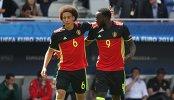 Футболисты сборной Бельгии Аксель Витсель (слева) и Ромелу Лукаку