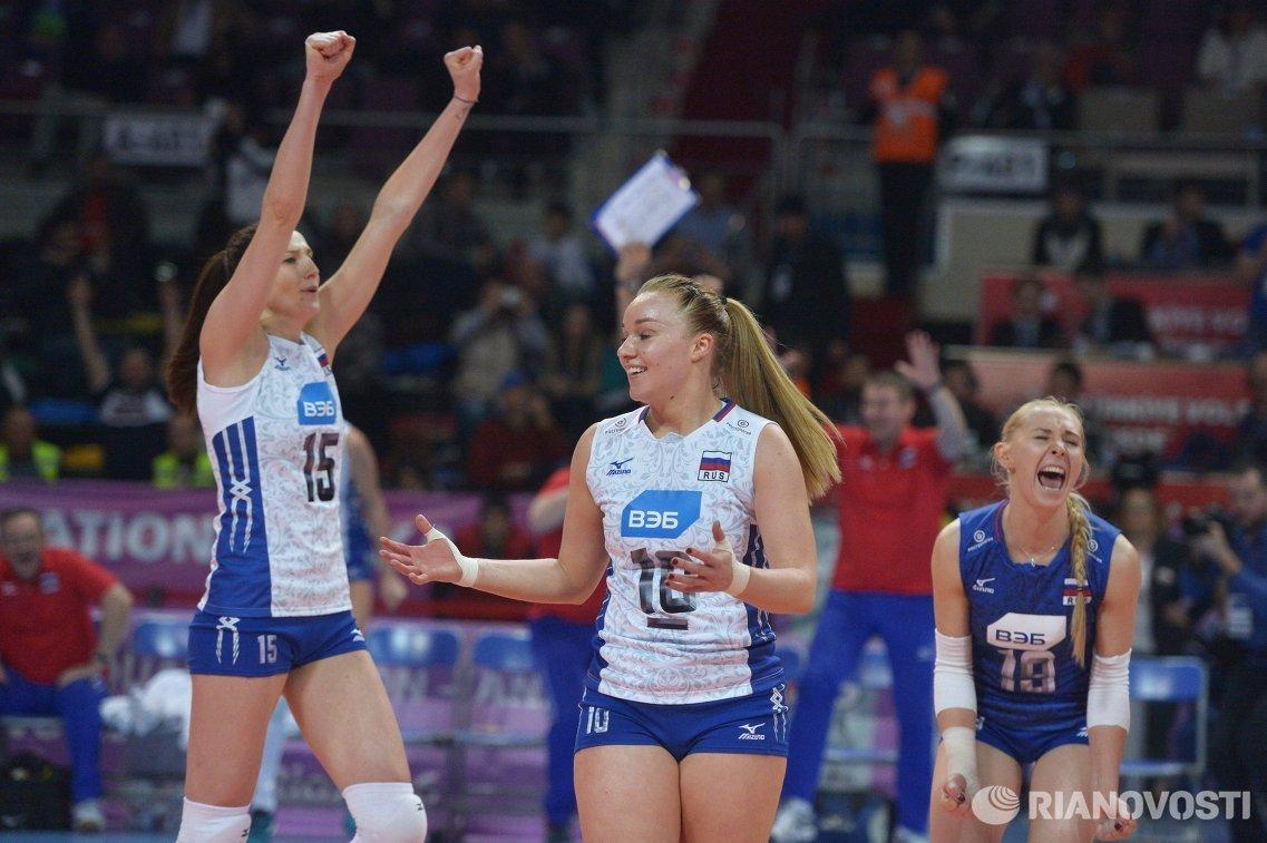 Волейболистки сборной России Татьяна Кошелева, Екатерина Косьяненко и Анна Малова (слева направо)