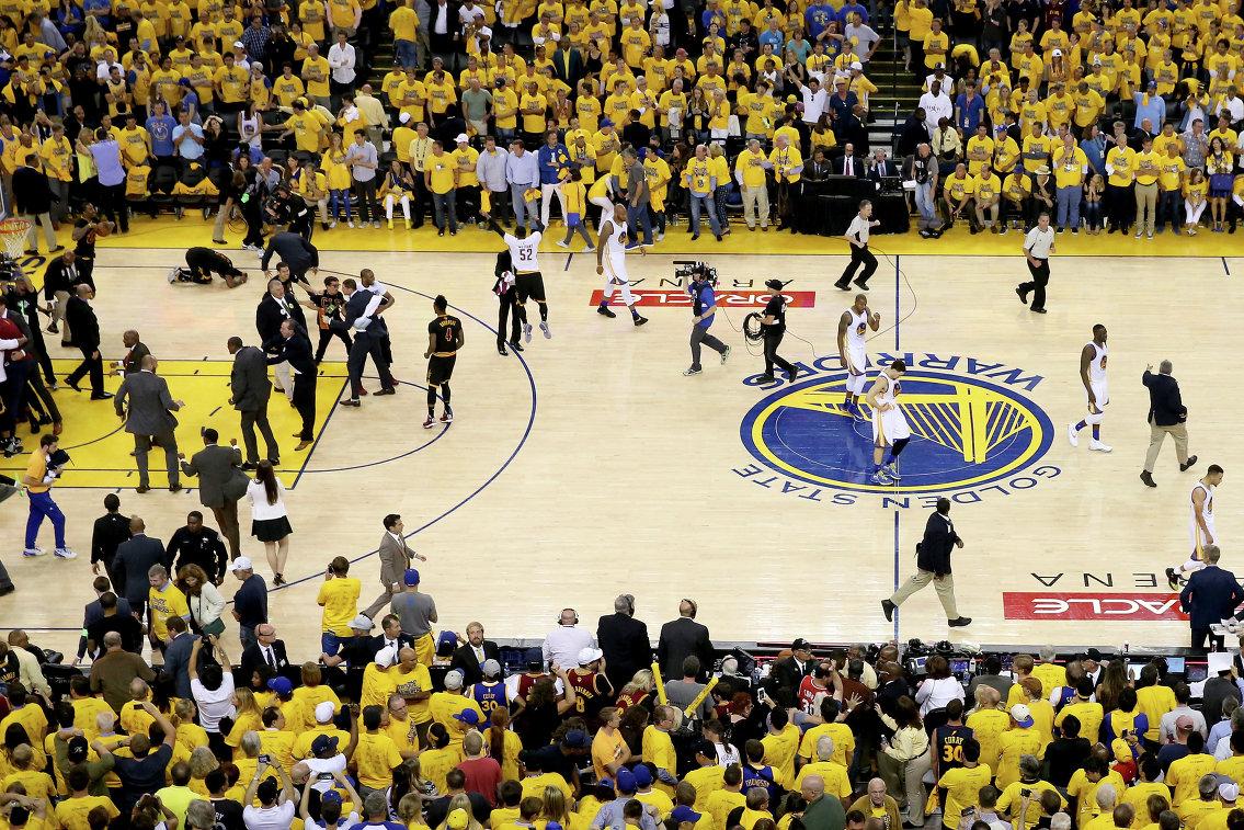 Баскетбольная арена в Окленде