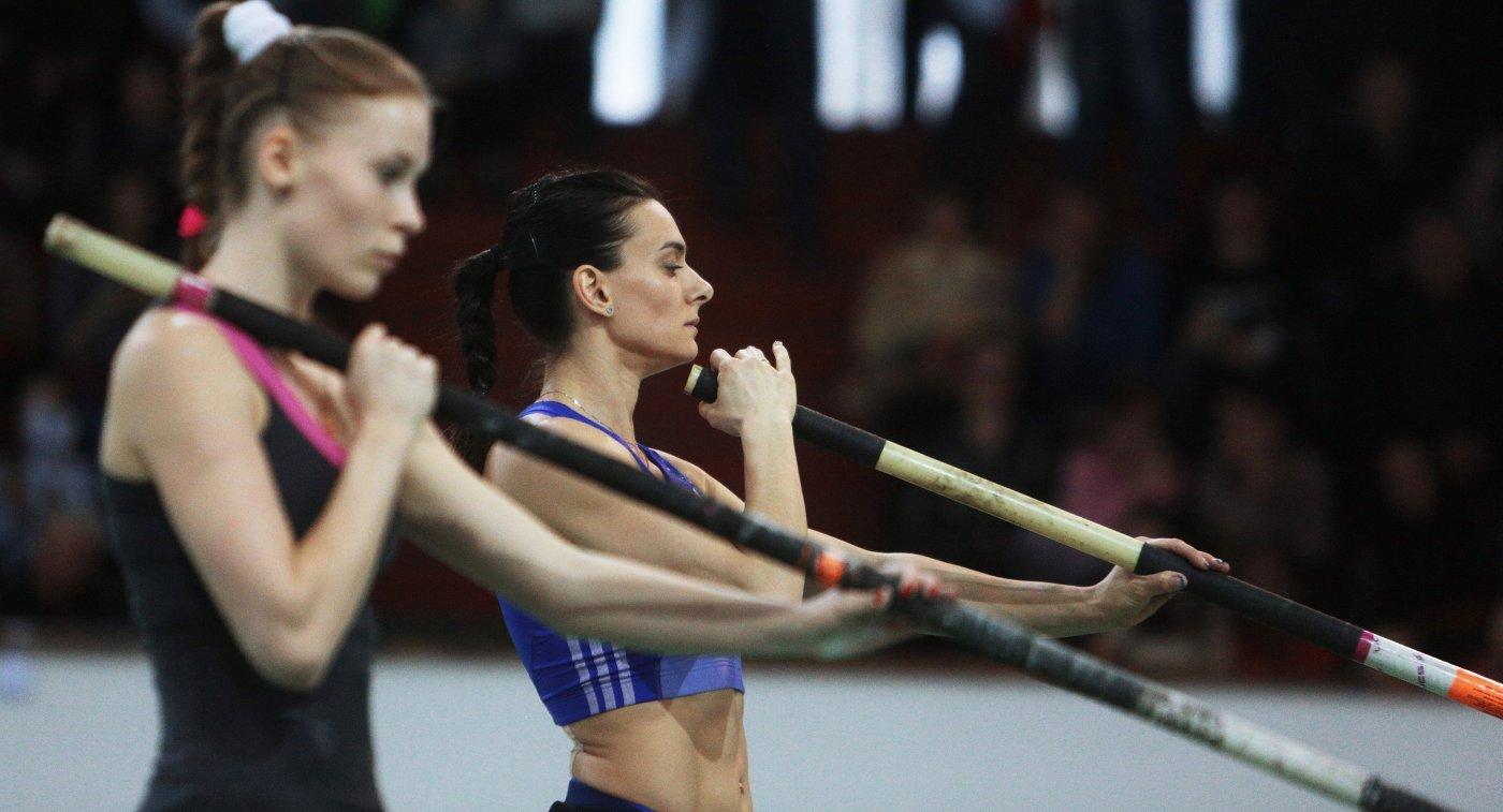 Елена Исинбаева (справа) и Анжелика Сидорова