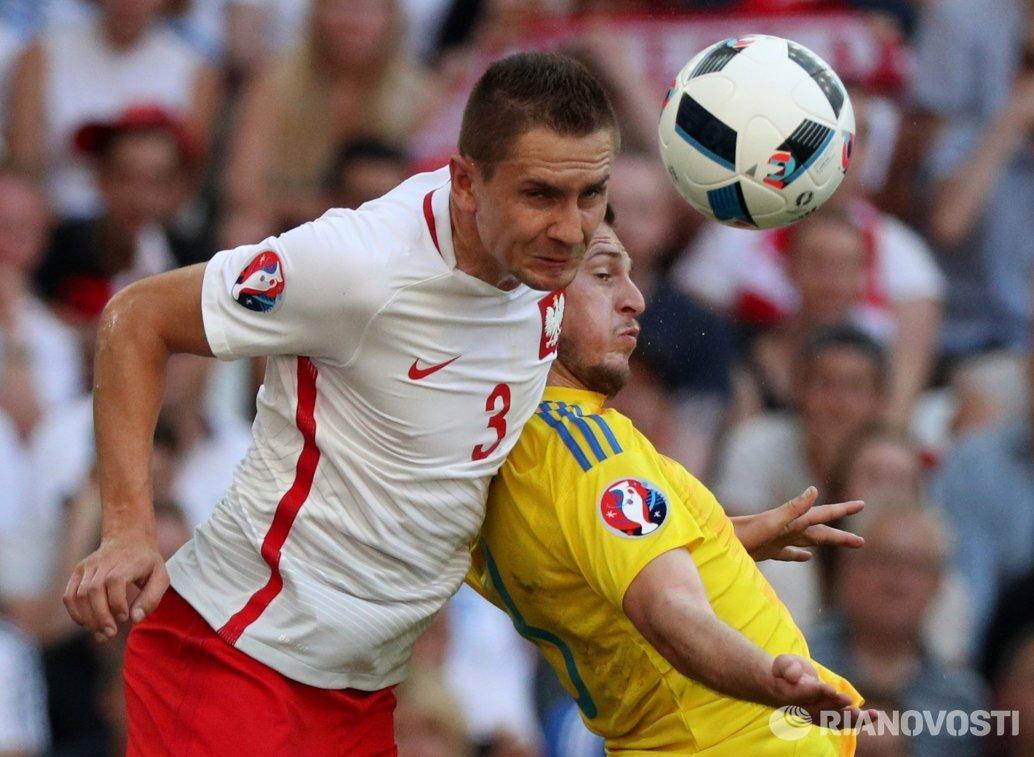 Игровой момент матча Украина - Польша