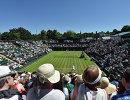 Вид на корт Уимблдонского теннисного турнира во время матча