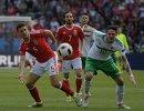 Футболисты сборной Уэльса Джеймс Честер и Джо Аллен и форвард сборной Северной Ирландии Кайл Лафферти (слева направо)