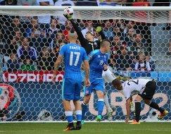 Игровой момент матча 1/8 финала чемпионата Европы по футболу - 2016 Германия - Словакия