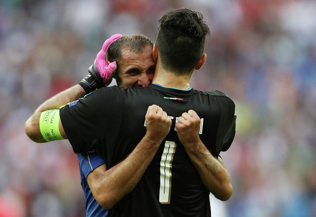 Защитник сборной Италии Джорджо Кьеллини и вратарь Джанлуиджи Буффон (слева направо)