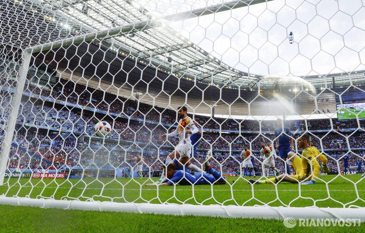 Гол в ворота сборной Испании в матче 1/8 финала чемпионата Европы по футболу