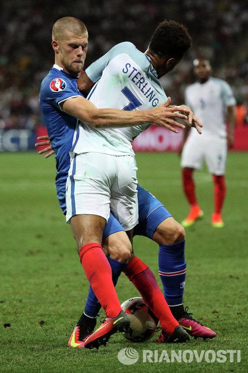 Игровой момент матча Англия - Исландия