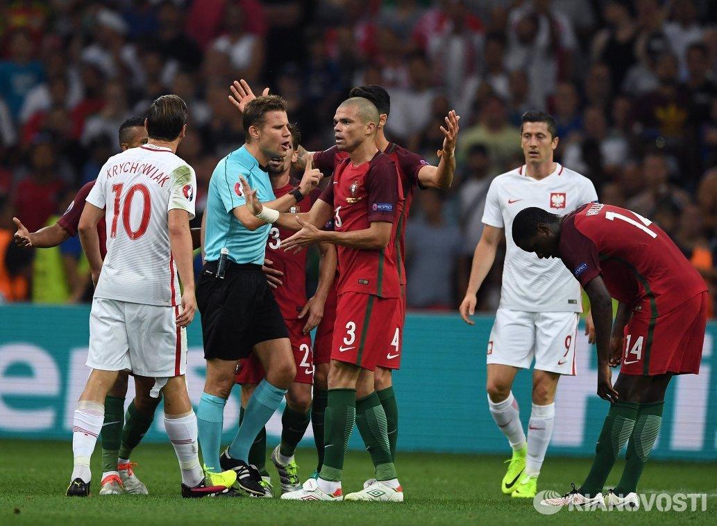 Игровой момент матча 1/4 финала чемпионата Европы по футболу - 2016 Польша - Португалия