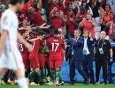 Главный тренер сборной Португалии по футболу Фернанду Сантуш (третий справа)