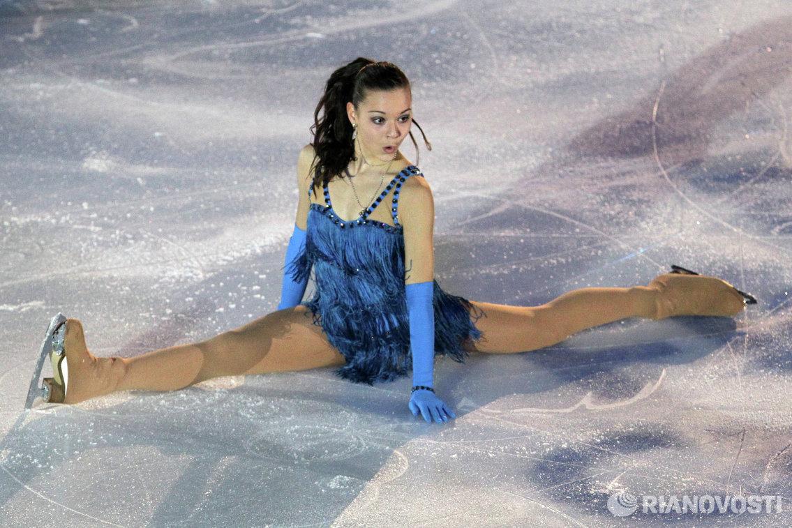 Россиянка Аделина Сотникова во время показательного выступления на чемпионате Европы по фигурному катанию в Загребе (Хорватия)