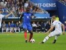 Полузащитник сборной Исландии Гилфи Сигурдссон, полузащитник сборной Франции Мусса Сиссоко и полузащитник сборной Исландии Йоханн Гудмундссон (слева направо)