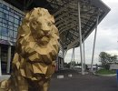 Статуя льва перед стадионом в Лионе