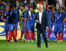 Дидье Дешам (на первом плане) и футболисты сборной Франции