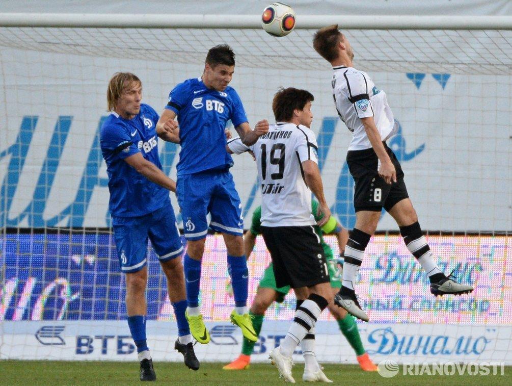 Футболисты Динамо Дмитрий Белоруков и Фатос Бечирай (слева направо)