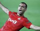 Нападающий ФК Локомотив Петар Шкулетич радуется забитому мячу