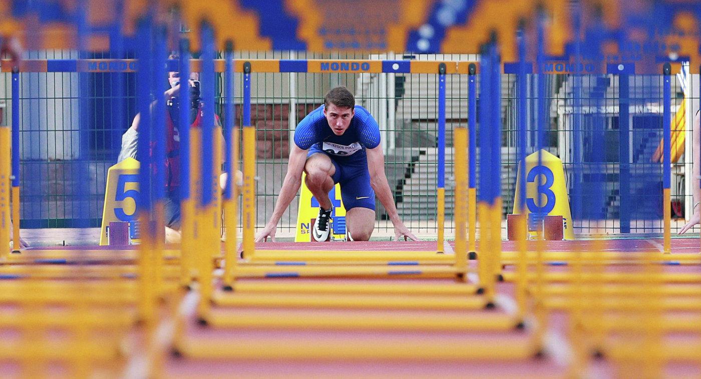 Сергей Шубенков во время соревнований в беге на 110 метров с барьерами Кубка России по легкой атлетике