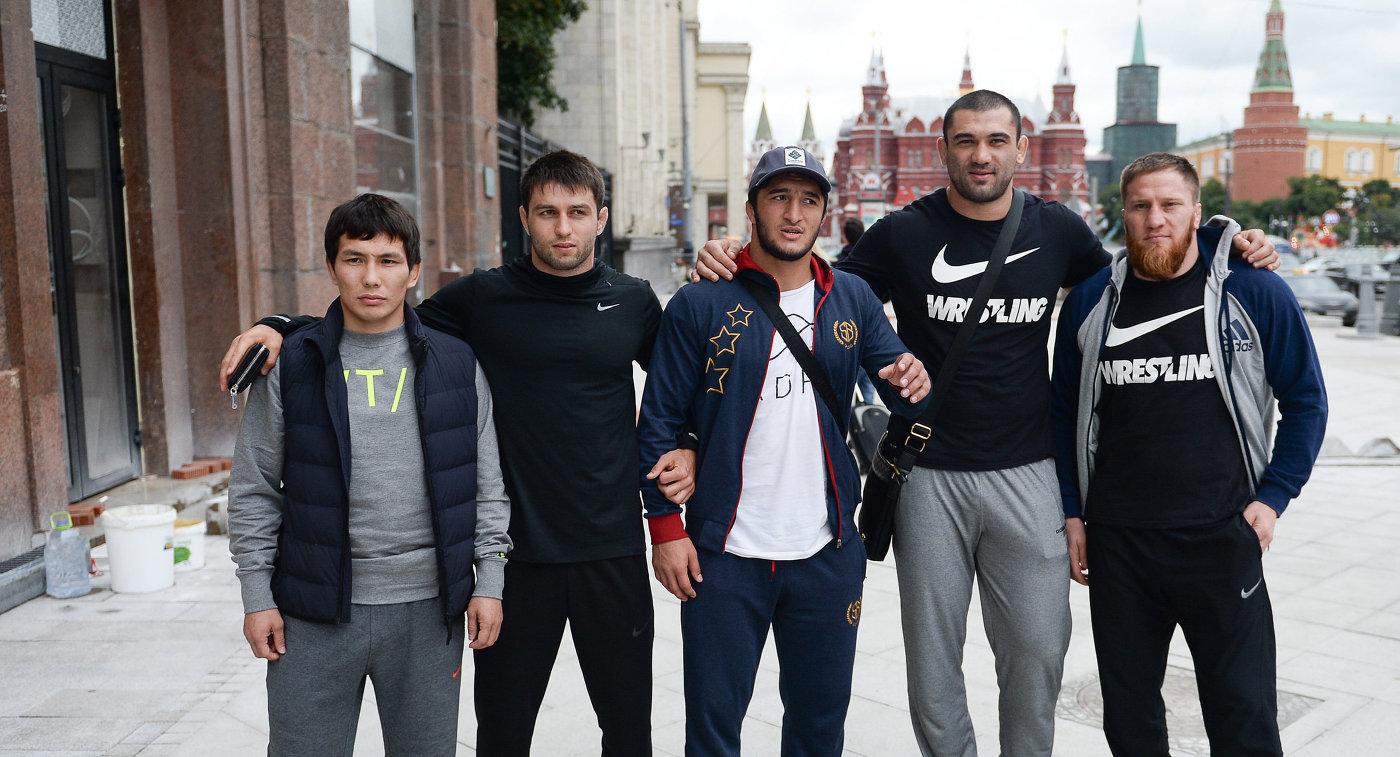 Члены олимпийской сборной России по вольной борьбе Виктор Лебедев, Сослан Рамонов, Абдулрашид Садулаев, Билял Махов и Анзор Болтукаев (слева направо)