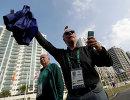 Президент оргкомитета Олимпиады-2016 Карлос Артур Нузман (справа) и член МОК Бернард Райзман во время открытия Олимпийской деревни в Рио